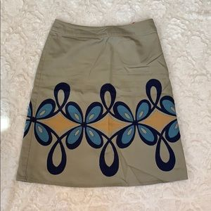 Boden gray cotton skirt with navy and blue design.